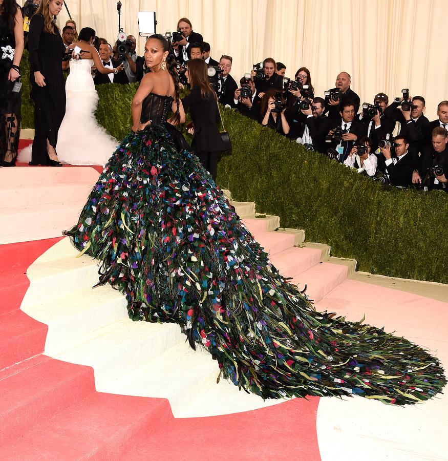 Attention, Black Swan est dans la place. Zoe Saldana, la marchande de plumes.