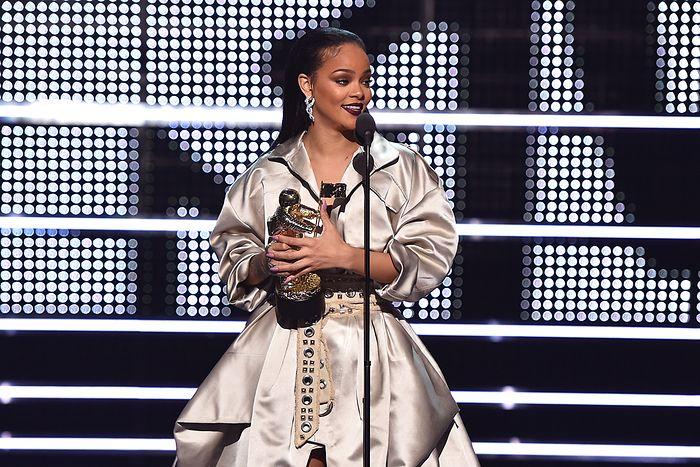 Elle s'est vu décerner un prix pour toute sa carrière musicale, de la main de son amoureux de longue date Drake.